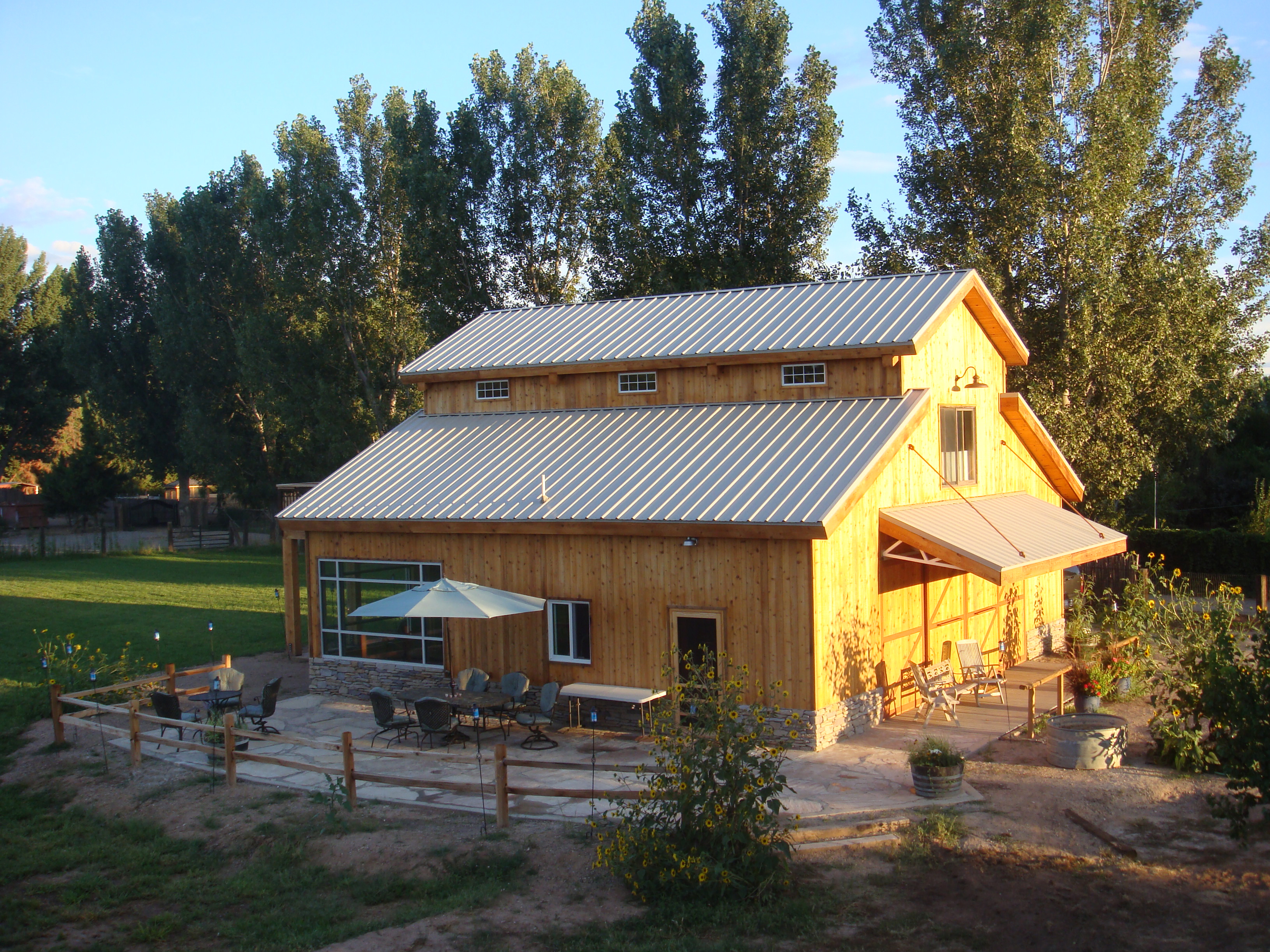 yellowstoneloghomes likewise B 515 r 11662 u 9848cf in addition Metal Roof furthermore Doublewidetiv together with Texas Country Barn Home. on pole construction homes